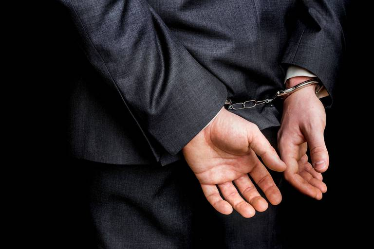 17 perquisitions ont été menées et 5 personnes arrêtées par la police. (Illu.)