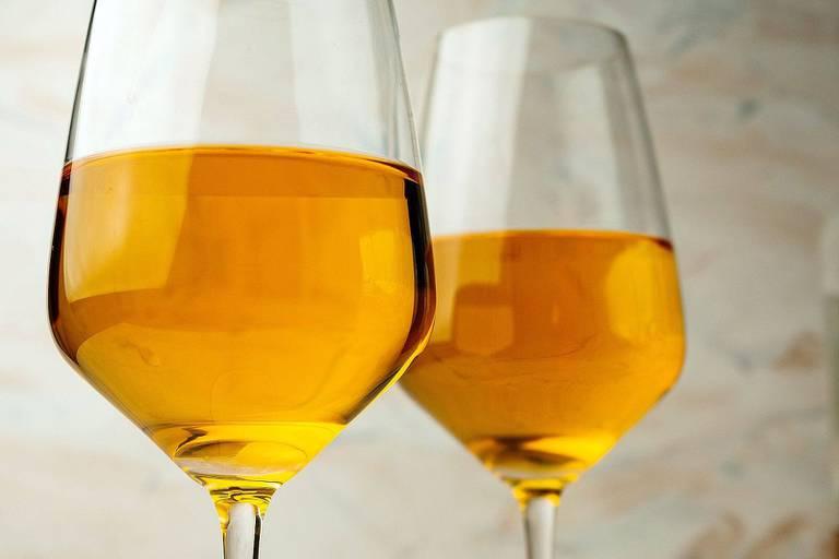 Goût, prix, marketing, accords culinaires: tout savoir sur le mystérieux vin orange qui débarque cet été