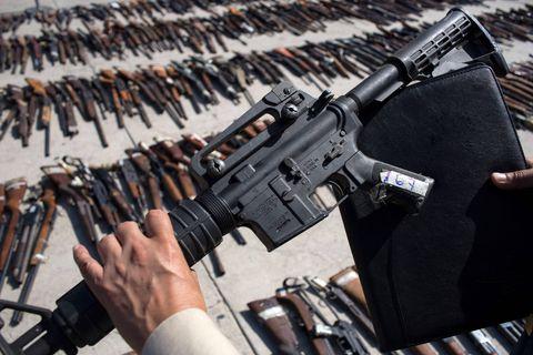 """Une première, Mexico attaque les armuriers des États-Unis pour """"négligence"""" facilitant le trafic d'armes"""