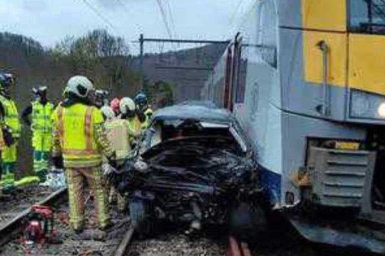Collision entre un train et une voiture près de Namur: l'automobiliste est décédé, la thèse du suicide est privilégiée