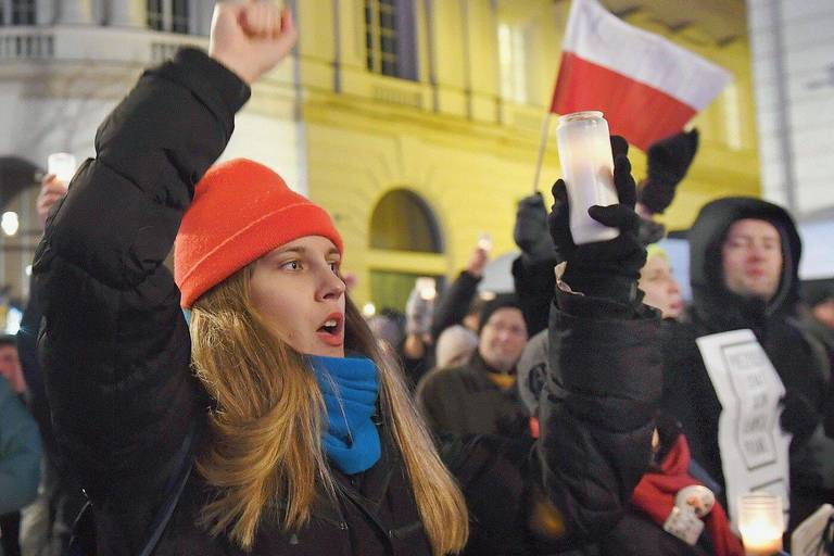 """La """"marche des mille toges"""" à Varsovie: l'état de droit se bat pour sa survie"""