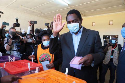 Présidentielle en Zambie: bureaux de vote fermés, craintes de l'opposition