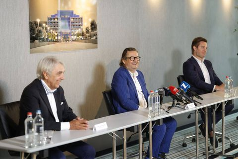 Eddy Walravens, Marc Coucke et Bart Versluys ont conjointement annoncé le rachat lors d'une conférence de presse.