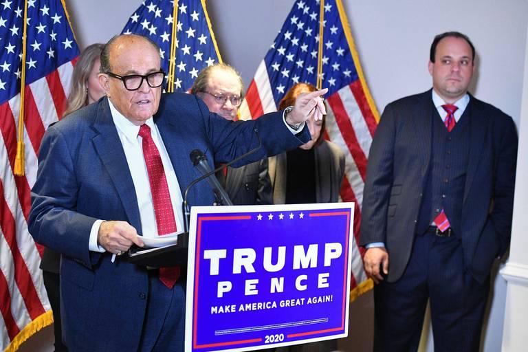 Élection présidentielle aux États-Unis: les avocats de Trump ont défendu des théories du complot qu'ils savaient fausses