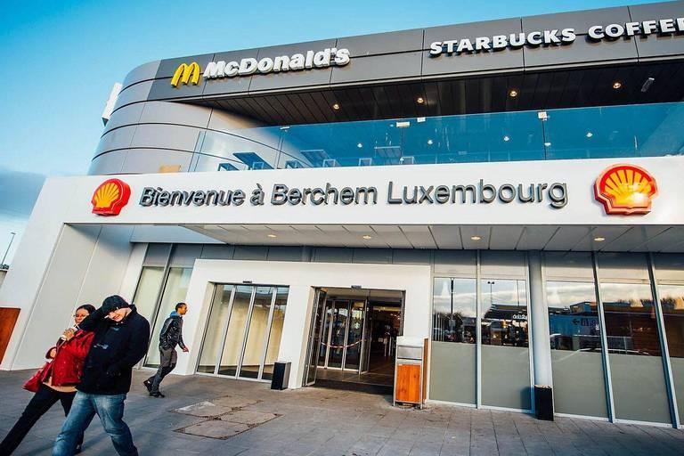 La plus grande station essence du monde est au Luxembourg : une zone de 60 000 m² avec des chiffres qui donnent le tournis