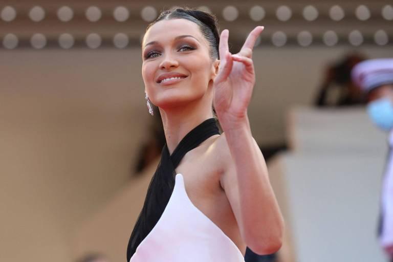 La cigarette d'Adam Driver, le sosie de Carla Bruni, la chevelure d'Andie MacDowell... les immanquables de l'ouverture du Festival de Cannes