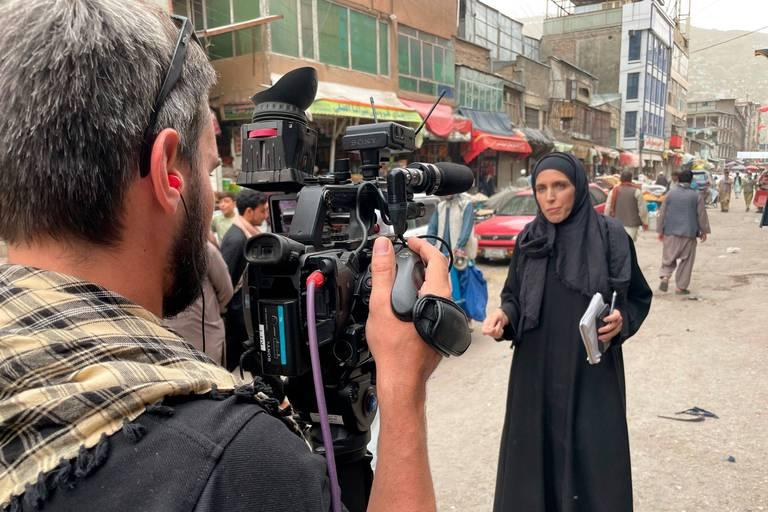 """Clarissa Ward raconte l'enfer de l'aéroport de Kaboul: """"Rien n'illustre plus la peur que ça"""""""