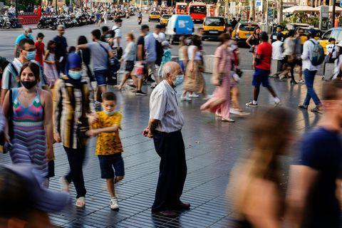 """""""Les chiffres ne sont pas bons du tout"""": les contaminations au Covid-19 explosent en Espagne, notamment chez les jeunes"""