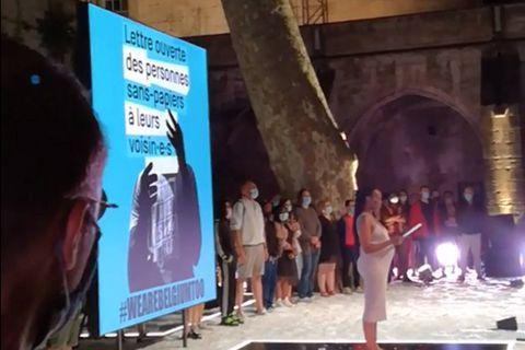 Solidarité avec les sans-papiers en direct d'Avignon