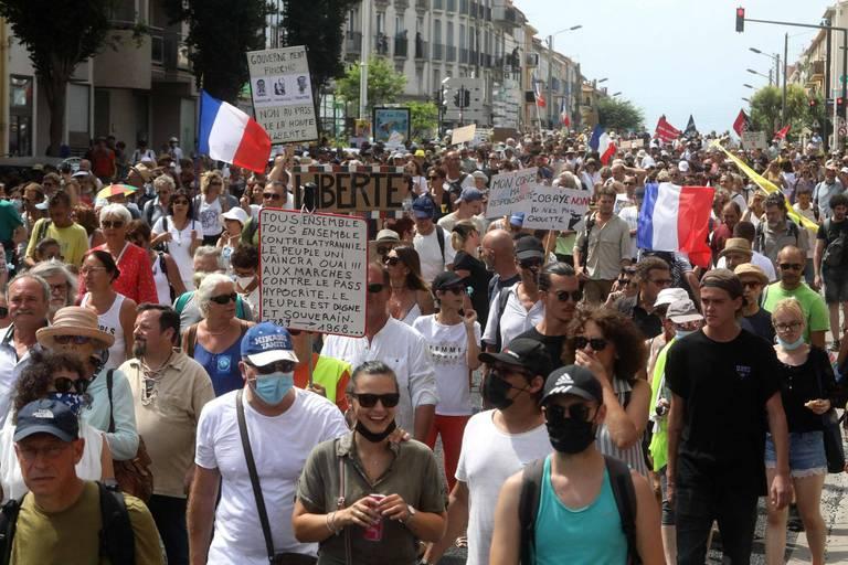 Mobilisation anti-pass en France: plus de 200 manifestations encore attendues ce samedi