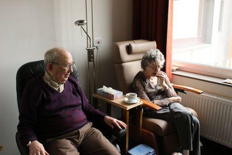 Nous nous indignons face au nombre de personnes âgées décédées : la valeur de la vie doit rester la même pour tous