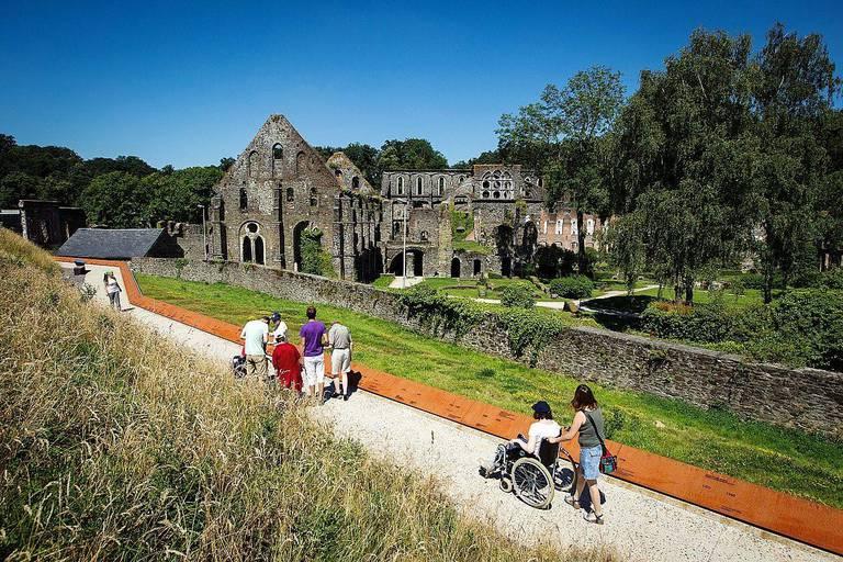 Un projet pilote de gestion des fréquentations a été mis en place à l'abbaye de Villers ainsi qu'aux Lacs de l'Eau d'Heure afin d'améliorer la gestion des visiteurs sur place.