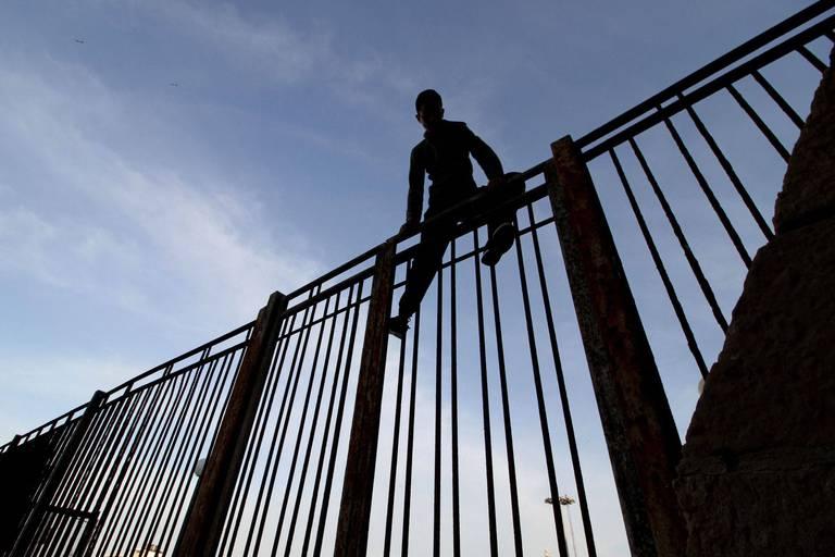 """Environ 350 migrants repoussés à la frontière espagnole : """"Personne n'a réussi à traverser"""""""
