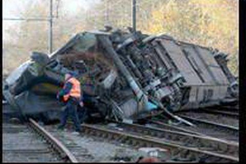Accident d'un train à Mons: un mort et un blessé