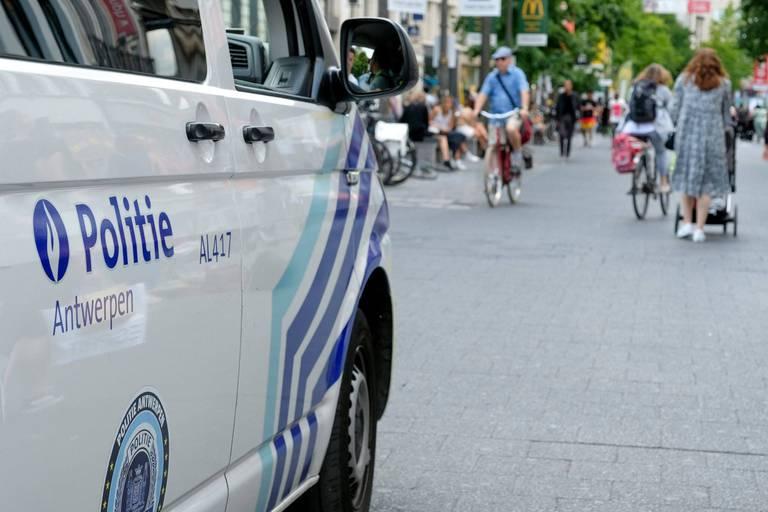 La police d'Anvers contrainte de forcer une porte pour interrompre une fête clandestine