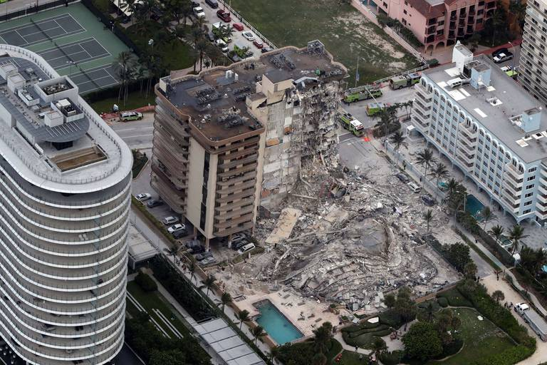 24 morts dans l'immeuble effondré en Floride, le reste du bâtiment bientôt détruit