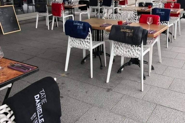 A cinq à table plutôt qu'à quatre: un homme, arrêté sur une terrasse à Tournai, a passé la nuit au cachot