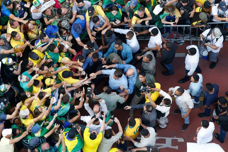 """Acculé, le président Jair Bolsonaro tente le tout pour le tout: """"Son objectif n'est pas de remporter l'élection, c'est de faire un coup d'État"""""""