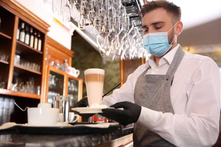 En France, un salarié pourra être licencié s'il ne produit pas de pass sanitaire