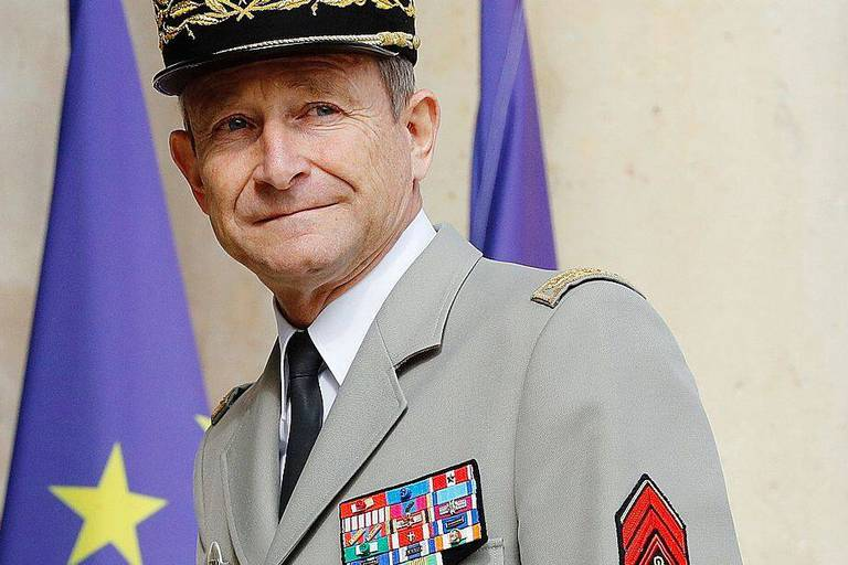 Chief of the Defence Staff of the French Army General Pierre de Villiers arrives for an annual Franco-German Summit at the Elysee Palace in Paris on July 13, 2017. (Photo by Patrick KOVARIK / AFP)