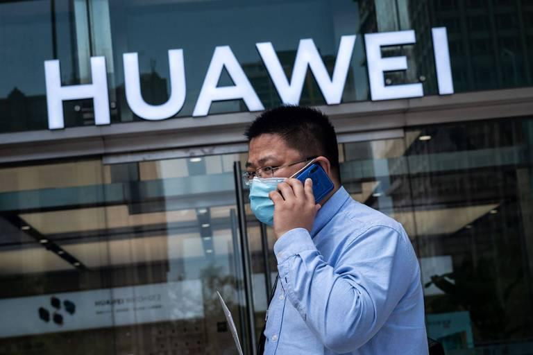 La croisade américaine contre Huawei, sur fond de questions d'espionnage et de sécurité, l'a éclipsé du marché des smartphones, particulièrement en Occident.