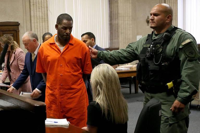 Au procès de R. Kelly, un homme l'accuse d'abus sexuel dans sa jeunesse