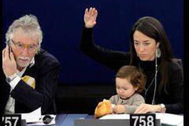 Le Parlement européen prend des allures de pouponnière