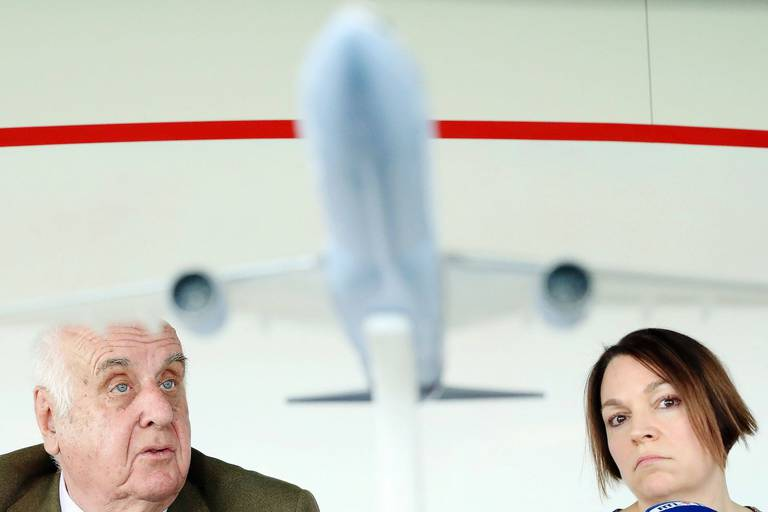 Brussels Airlines Chairman of the board of directors Viscount Etienne Davignon and New Brussels Airlines CEO Christina Foerster pictured during a press conference of Brussels Airlines on the strike of the pilots announced for Monday, Friday 11 May 2018 in Diegem, Machelen. BELGA PHOTO BENOIT DOPPAGNE