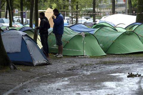 La situation devient difficile au parc Maximilien pour les migrants, appel au pré-accueil des citoyens