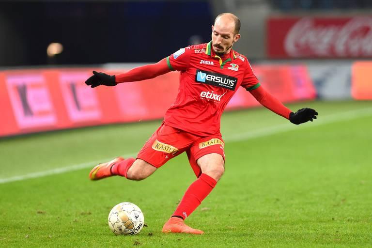 """""""Le roi des assists et des passes fantastiques"""" : le monde du football rend hommage à Franck Berrier"""
