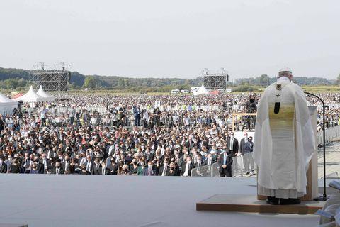 Le pape achève son voyage en Slovaquie devant une foule de 50.000 personnes