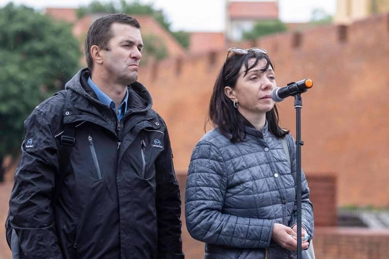 Belarus: les parents du journaliste arrêté en plein vol présents à une manifestation à Varsovie