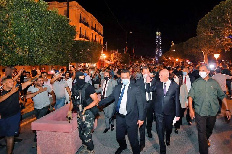 En Tunisie, le président Kais Saied s'empare des commandes du pays