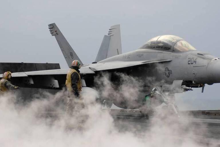 Boeing qui jette l'éponge... Le remplacement des F-16 devient-il une course à l'élimination?