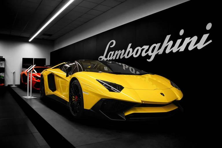 La marque automobile italienne Lamborghini est aujourd'hui une filiale du groupe Volkswagen.
