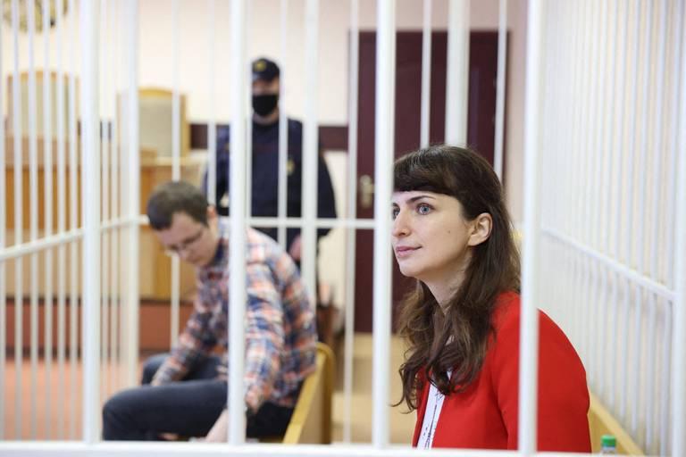 """""""Journalistes, militants, mais aussi enseignants, médecins, étudiants…"""" : les prisonniers politiques, une monnaie d'échange pour le président Loukachenko"""