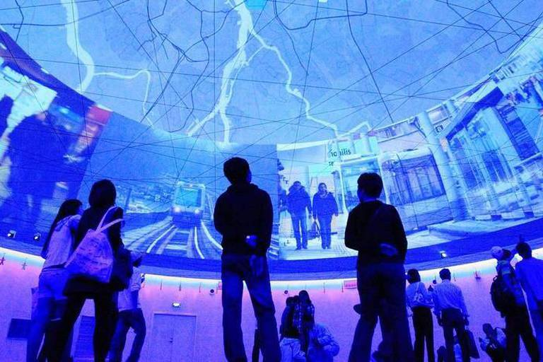 Bildnummer: 54014182 Datum: 03.05.2010 Copyright: imago/Xinhua (100503) -- SHANGHAI, May 3, 2010 (Xinhua) -- Audience visit the Pavilion of Urban Planet in the World Expo Park in Shanghai, east China, on May 2, 2010. The Pavilion of Urban Planet is one of the five theme pavilions in the World Expo Park. The theme of it is Humanity in symbiosis with city and planet . (Xinhua/Li Mingfang) (lyx) WORLD EXPO-URBAN PLANET PAVILION (CN) PUBLICATIONxNOTxINxCHN Wirtschaft Gesellschaft Expo Gebäude premiumd kbdig xkg 2010 quer Bildnummer 54014182 Date 03 05 2010 Copyright Imago XINHUA Shanghai May 3 2010 XINHUA audience Visit The Pavilion of Urban Planet in The World EXPO Park in Shanghai East China ON May 2 2010 The Pavilion of Urban Planet IS One of The Five Theme Pavilions in The World EXPO Park The Theme of IT IS HUMANITY in symbiosis With City and Planet XINHUA left Mingfang lyx World EXPO Urban Planet Pavilion CN PUBLICATIONxNOTxINxCHN Economy Society EXPO Building premiumd Kbdig xkg 2010 horizontal Reporters / Imago