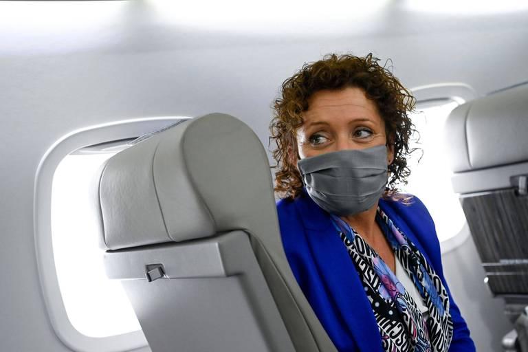 """La ministre flamande Lydia Peeters sous le feu des critiques après un vol Bruxelles-Anvers: """"C'est un très mauvais signal"""""""