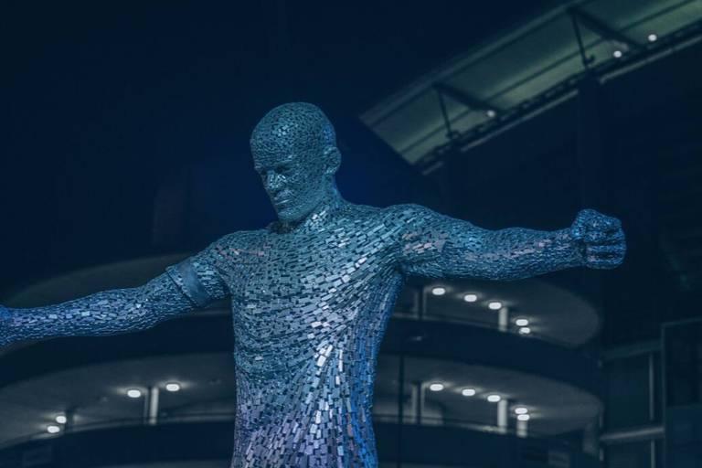 Manchester City dévoile les statues de Vincent Kompany et David Silva