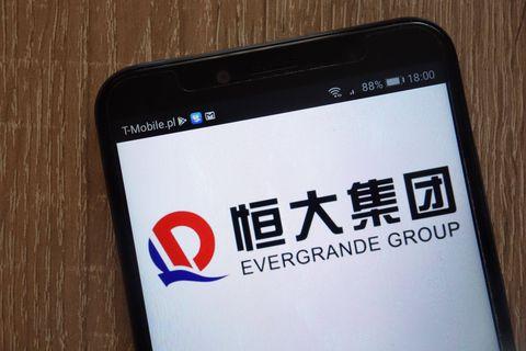 Le géant chinois de l'immobilier Evergrande, plombé par ses dettes, dégringole en Bourse