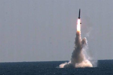 """Washington """"condamne"""" le tir de missiles de la Corée du Nord mais appelle au """"dialogue"""""""