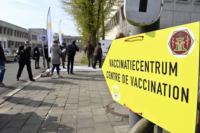 """Dix millionième vaccin livré, les """"super seringues"""" font gagner 1,5 million de doses supplémentaires"""