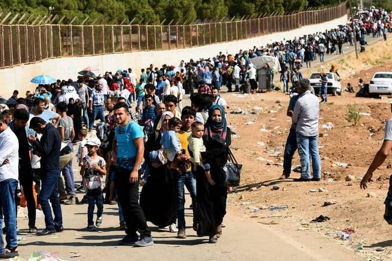 """Crise migratoire: Macron veut """"identifier"""" les réfugiés dès le Niger et le Tchad"""
