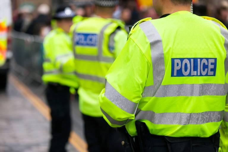 Royaume-Uni: la police identifie l'auteur présumé de la fusillade de Plymouth, une fillette de trois ans parmi les victimes