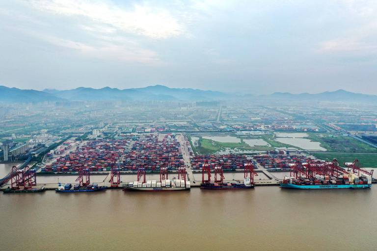 La Chine met partiellement à l'arrêt l'un des plus grands ports du monde