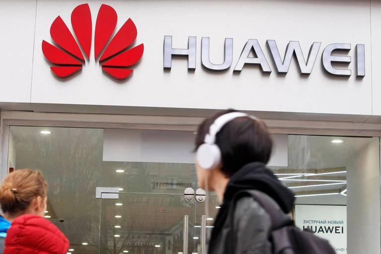 """Le chiffre d'affaires de Huawei dégringole : """"Notre objectif, c'est la survie"""""""
