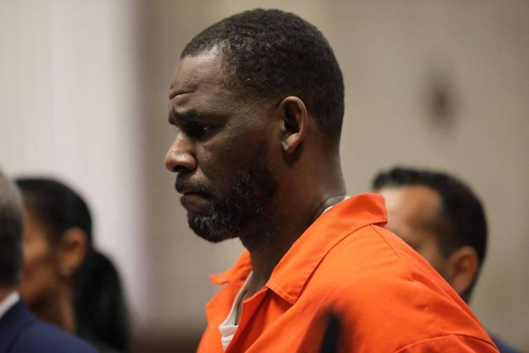 """A son procès pour abus sexuels, la défense de R. Kelly le dépeint en """"sex symbol"""""""