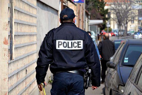Fusillade en cours dans un centre commercial de Marseille: deux personnes blessées, les clients confinés