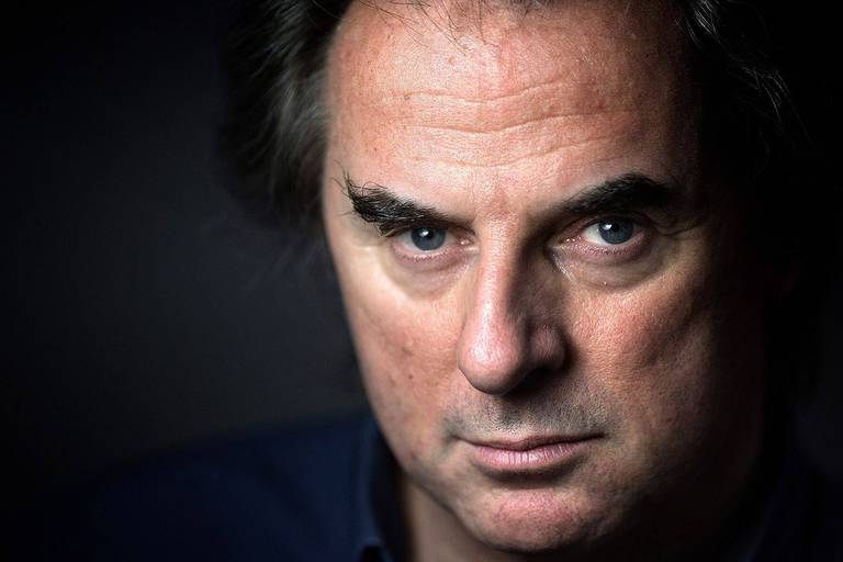"""French writer and journalist Jean-Christophe Grangé poses in Paris on July 23, 2015, for the release of his novel """"Lontano."""" AFP PHOTO / JOEL SAGET (Photo by Joël SAGET / AFP)"""