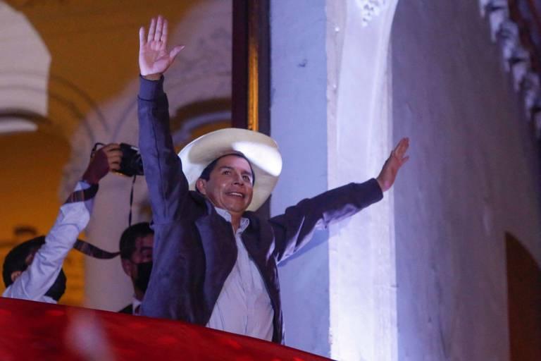Pérou : Castillo en tête à la fin du dépouillement, ses adversaires contestent